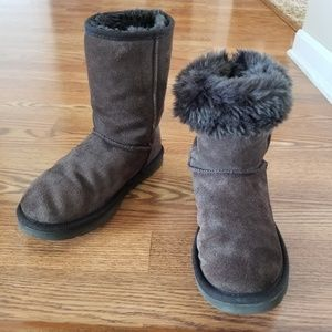 UGG Classic Short Chocolate Brown Boots